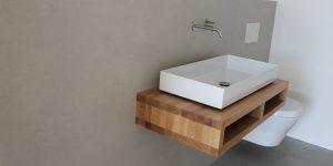 Modernes Bad mit XXL-Fliesen
